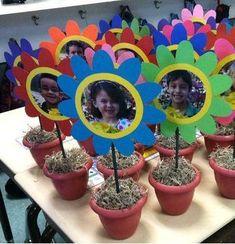 Mother's Day Picture Flower Pot Bouquet Spring Crafts Flower Pot Bilder zum Muttertag Daycare Crafts, Sunday School Crafts, Classroom Crafts, Toddler Crafts, Preschool Crafts, Kids Crafts, Grandparents Day Crafts, Mothers Day Crafts For Kids, Spring Crafts For Kids