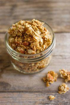 Homemade Coconut Oil Honey Almond - Lovely Little Kitchen granola honey - Granola Healthy Sweets, Healthy Snacks, Healthy Recipes, Almond Granola Recipe, Courge Spaghetti, Homemade Coconut Oil, Honey Almonds, Honey Recipes, Gastronomia