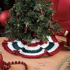 Itty-Bitty Tree Skirt (with Jacob's Ladder weave) free pattern