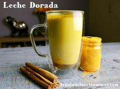 Té de cúrcuma y canela para perder peso, y otras recetas con cúrcuma Golden Milk, Fodmap, Moscow Mule Mugs, Turmeric, Latte, Juice, Pudding, Tableware, Desserts