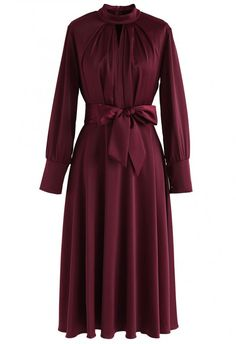 Grab the Spotlight Bowknot Satin Dress in Wine – DRESS – Retro, Indie and Unique Fashion Vintage is much less … Muslim Fashion, Modest Fashion, Hijab Fashion, Fashion Dresses, Unique Fashion, Look Fashion, Indie Fashion, Ruffle Dress, Dress Skirt