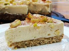 Almost Syn Free Apple Crumble Cheesecake - Slimming World - 1 Syn Per Slice - Autumn Recipe astuce recette minceur girl world world recipes world snacks Slimming World Cheesecake, Slimming World Deserts, Slimming World Puddings, Slimming World Recipes Syn Free, Slimming World Syns, Slimming Eats, Slimming World Apple Crumble, Slimming World Flapjack, Baked Oats Slimming World