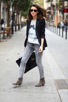 Acid wash jeans + t-shirt + blazer.
