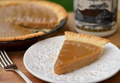 Canadian Maple Pie from Forrest Andrews of Tastefully Julie. {To make with a gluten-free crust. Maple Dessert Recipes, Just Desserts, Delicious Desserts, Yummy Food, Canadian Food, Canadian Maple, Canadian Recipes, Sugar Pie, Pie Dessert