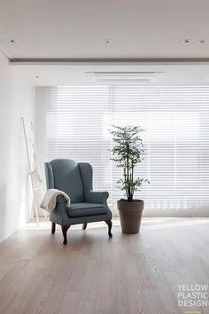 Wood의 편안함 vs 구조의 편안함. 48평 아파트 인테리어 [옐로플라스틱 / yellowplastic /옐로우플라스틱] : 네이버 블로그 Style At Home, Cute House, Interior Design Inspiration, Furniture Decor, Accent Chairs, Sweet Home, Living Room, House Styles, Home Decor