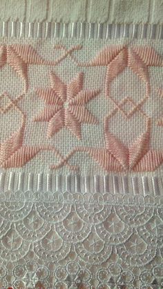 Resultado de imagen para ponto reto Wool Embroidery, Hardanger Embroidery, Embroidery Stitches, Embroidery Patterns, Cross Stitch Tree, Cross Stitch Borders, Cross Stitch Patterns, Bargello Patterns, Swedish Weaving