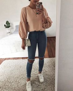 Must Have Spring Outfits To Update Your Wardrobe, Spring Outfits, pink long-sleeved blouse Uni Outfits, Crop Top Outfits, College Outfits, Mode Outfits, Cute Casual Outfits, Outfits For Teens, Spring Outfits, Winter Outfits, Fashion Outfits