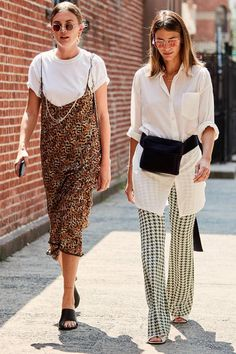 34 NYFW Street Style Outfits That Can Actually Translate Into Real Life New York Fashion Week Street Style September 2018 Italian Street Style, Nyc Street Style, Rihanna Street Style, European Street Style, Printemps Street Style, Street Style Outfits, New York Fashion Week Street Style, Model Street Style, Nyfw Street