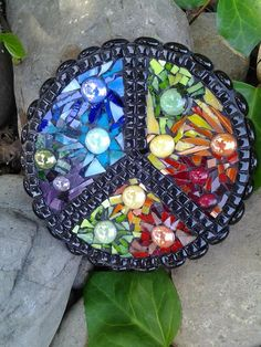 Custom Made to Order - Mosaic Peace Sign Stepping Stone/Trivet/Garden Decoration Stained Glass and Gems on Etsy Mosaic Stepping Stones, Stone Mosaic, Mosaic Glass, Stained Glass, Glass Art, Sea Glass, Rock Mosaic, Mosaic Crafts, Mosaic Projects
