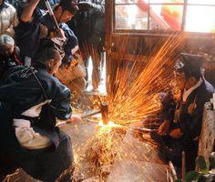Craftsmen who make Katana are called 'Toko (sword craftsman),' 'Tosho (sword master)' or 'Katana kaji (swordsmith)'.
