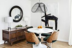 Formidable How To Design Small Dining Room Tables Corner Dining Table, Dining Table Design, Home Design, Small Living Dining, Interior Design Principles, Design Interior, Dining Room Furniture Sets, Dining Rooms, Decorating Small Spaces