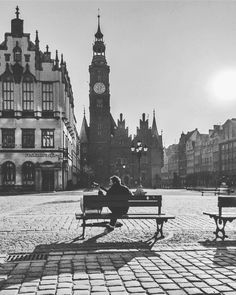 A guitar player.... || #wrocław #wroclaw #wroclove #polska #bw_shotz #bnw_globeb #exhibition #bnw_europe #bnw_planet#bnw_diamond #gottalove_a_ #bnw_addicted #bnw_of_our_world#blackandwhite_perfection #euro_shots#thebest_capture_bnw #snap_bnw #daily_photoz #collection_bw #loves_noir #instaexhibition #ig_heartshot #igpowerclub #ipp_awards