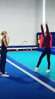 Gymnastics Moves, Gymnastics Tricks, Amazing Gymnastics, Acrobatic Gymnastics, Cool Dance Moves, Dance Tips, Dance Poses, Flexibility Dance, Flexibility Workout