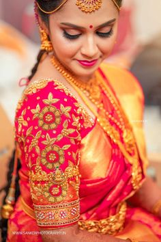 An Artfully Shot Wedding That We All Need To Check Out! Wedding Saree Blouse Designs, Silk Saree Blouse Designs, Fancy Blouse Designs, Wedding Sarees, Wedding Blouses, Bridal Sarees, Stylish Blouse Design, Trends, Lehenga