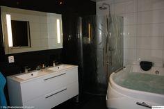 svart klinker,duschvägg,badrumsmöbel