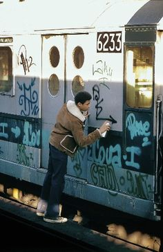 clement-the-dreamer: l instant original writers Kings 1973 clement-the-dreamer: l instant original writers Kings 1973 Pochette Album, Hip Hop Art, Nyc Subway, Hip Hop Outfits, Stencil, Street Art Graffiti, Graffiti Artists, Looks Cool, Urban Art