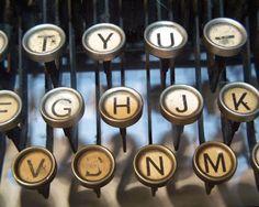 thishunger:  Typewrite…  I love typewriters.