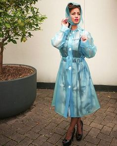 It's most definitely becoming more Autumnal so there is plenty of rain to be expected☔️ These are the newly listed materials for the popular Vintage Style Rainmac. The images also show that the coat can accommodate a small kicked skirted dress 💕 Coat Code: RA61 Colour Codes: BLT7, WHP3, WHP2, NAT1, PIP1