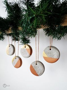 I started working with concrete only a few weeks ago and I love it! Its a great material to work with. I wanted to give it a try making some modern Christmas o…