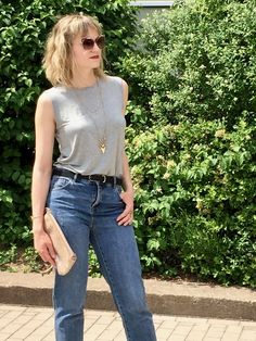 mom jeans, basic shirt, basic bitch, high heels, fashionblog, fashionblogger, look, outfit, fashion