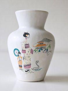 Vintage Vase von Jasba, japanische Dekor. Mitte des Jahrhunderts von VintageRetroVases auf Etsy https://www.etsy.com/de/listing/581001823/vintage-vase-von-jasba-japanische-dekor