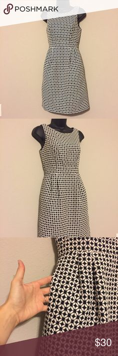 White House Black Market Sheath Dress w/ Pockets! This dress is so pretty. It is simple and makes a huge statement. Looks great with gold accessories. Perfect condition. Pockets. Zip back. Bra strap holders. No trades. White House Black Market Dresses