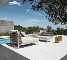 Gloster Grand Weave cleverly combines aluminum and weather resistant man-made fibers to create a beautiful and ultra comfortable outdoor seating group.