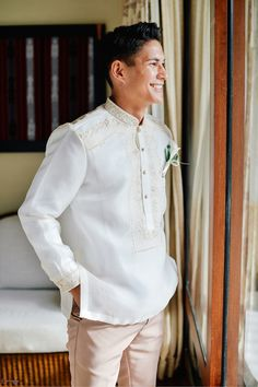 Modern Barong | Photo: Donnie Magbanua