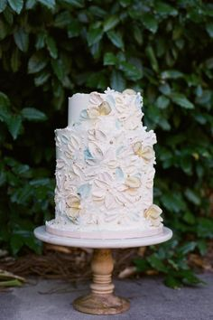 Pastel and floral wedding cake Photo: @bonphotage Pastel Wedding Colors, Floral Wedding, Wedding Cake Photos, Wedding Cakes, Old World Charm, Tis The Season, Got Married, Charmed, Seasons