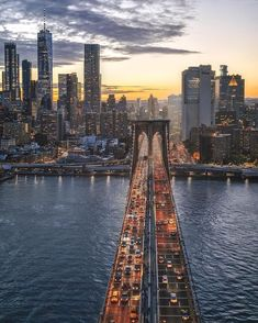 brooklyn bridge New York NYC New York City Travel Honeymoon Backpack Backpacking Vacation Budget Off the Beaten Path Wanderlust Photographie Street Art, Photographie New York, Nyc Skyline, Manhattan Skyline, Lower Manhattan, City Aesthetic, Travel Aesthetic, Brooklyn Bridge, Brooklyn New York