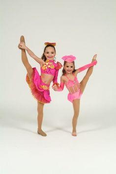 maddie ziegler and Mackenzie Ziegler how cute r they !!