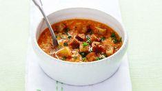 Zaručeně zdravá a výborná středomořská verze česnekové polévky. Canned Meat, What To Cook, Chana Masala, Cheeseburger Chowder, A Table, Ham, Chili, Grilling, Food And Drink