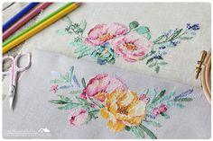 Комнатка с мансардой / Little room in the attic: Вышитые акварельные букетики / Cross-stitched watercolor bouquets