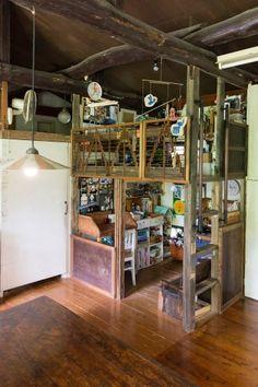上段が11歳の創一くん、下段が7歳の日和ちゃんの部屋。誕生日プレゼントにお父さんが作ったキッチンセットがお気に入り。