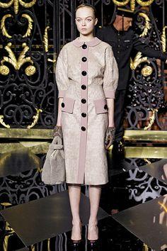 Louis Vuitton at Paris Fashion Week Fall 2011 Louis Vuitton Clothing, Louis Vuitton Usa, Louis Vuitton Online, Louis Vuitton Wallet, Louis Vuitton Handbags, Vogue Fashion, Paris Fashion, Beautiful Handbags, Famous Brands