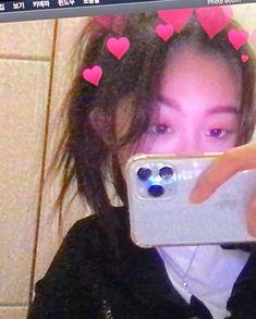 Ulzzang Korean Girl, Cute Korean Girl, Asian Girl, Aesthetic Indie, Aesthetic Girl, Pretty People, Beautiful People, Rose Video, Cool Girl Pictures