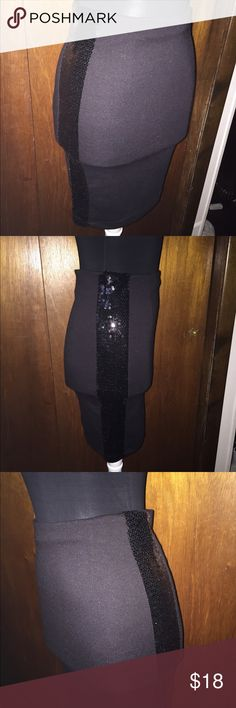 Beautiful fun flirty skirt with sequin side strips Beautiful fun flirty skirt with sequin side strips clearing out my closet all offers are welcomed Skirts Midi