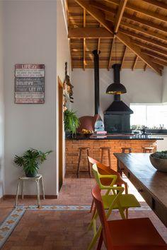 Assinada pela arquiteta Heloisa Losi, esta casa preservou as recordações de várias gerações da família dos moradores