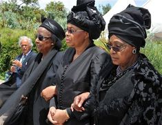 Numerous dignitaries have flocked to the homestead of former president Nelson Mandela for his state funeral in Qunu. African Wedding Attire, African Attire, African Wear, African History, African Fashion, Winnie Mandela, Xhosa Attire, Black King And Queen, Traditional African Clothing