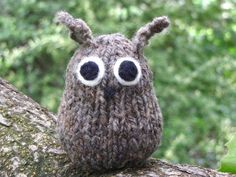 Get your knitting needles and prepare for an exciting adventure with the Knitted Owl Pattern. This lovable and so unique owl is easy to make and makes a perfect decor for your house or garden or even your trees. Owl Knitting Pattern, Knitting Patterns Free, Baby Knitting, Free Pattern, Crochet Patterns, Knitting Needles, Knitted Owl, Knitted Animals, Knitted Baby