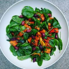 Søtpotetsalat med ras el hanout Ras El Hanout, Spinach, Stuffed Peppers, Vegetables, Food, Veggies, Vegetable Recipes, Meals, Stuffed Pepper