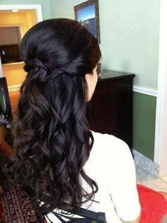 Long dark curly half up wedding hair - Wedding look