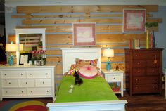 Pallets resurface as accent wall in this girl's room! #hpmkt #sheelysfurniture