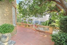 MENTON - Charming country house near Monaco  on the top of a hill in Menton. The 200m² house is built on a 5300m² plot with a residual constructability of about 250m².