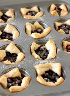 Bake Mini Muffin Tin Blueberry Tarts Notes: Addes lemon zest and served with lemon curd and fresh whipped cream Blueberry Recipes Puff Pastry, Mini Blueberry Tarts, Puff Pastry Desserts, Blueberry Desserts, Puff Pastry Recipes, Mini Desserts, Dessert Recipes, Plated Desserts, Mini Muffins
