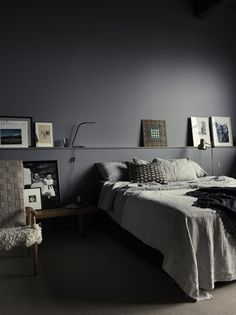 Cozy and stylish bedroom with grey walls in photographer Pia Ulin's loft – Loft İdeas 2020 Small Master Bedroom, Home Bedroom, Bedroom Decor, Bedroom Ideas, Bedroom Lighting, Bedroom Chandeliers, Design Bedroom, Headboard Ideas, Bedroom Lamps