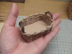 半端ひもで・ミニカゴの作り方(底フラット) - 手作り記録 Paper Basket, Doll Furniture, Basket Weaving, Diy And Crafts, Handmade, Minis, Decor, Bags, Manualidades