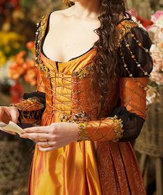 Really beautiful retake on the italian renaissance Renaissance Mode, Italian Renaissance Dress, Renaissance Costume, Renaissance Dresses, Renaissance Fashion, Medieval Dress, Medieval Clothing, Gypsy Clothing, Historical Costume