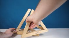 How this Tesegrity is made (by youlab) crafts christmas crafts diy crafts hobbies crafts ideas crafts to sell crafts wooden signs Diy Craft Projects, Diy Crafts Hacks, Woodworking Projects Diy, Woodworking Techniques, Diy Wood Projects, Woodworking Furniture, Woodworking Tools, Diy Crafts For Adults, Diy Crafts For Gifts
