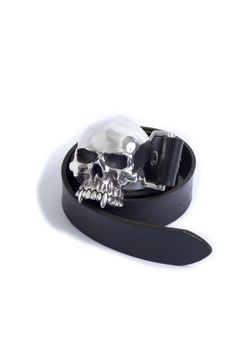 Skull buckle from Great frog, London Skull Belt Buckle, Western Belt Buckles, Western Belts, Men Accesories, Leather Accessories, Vampire Skull, Brown Belt, Rock Style, Leather Working